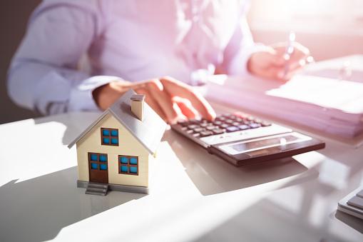 Un agent immobilier pour la vente de sa maison